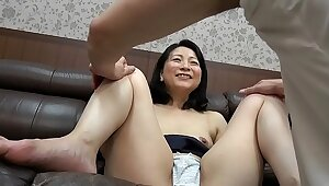 Mature Milf suduced by younger men affixing 2