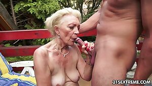 Mature Szuzanne plays about a young cock