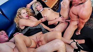 REIFE SWINGER - Wild mature German swingers thing embrace hard in dirty foursome