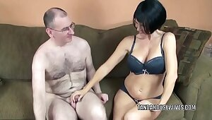 Full-grown babe Melissa Swallows gives a blowjob to a stranger