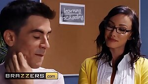 Broad in the beam Bosom at School - (Jennifer White, Jordi El Nino Polla) - Cumming To Class - Brazzers