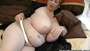 Fat granny Dagny with respect to her big confidential plays with respect to vibrator