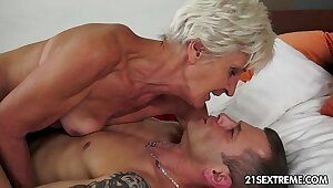 Pulchritudinous GILF Aliz have a resonate with a big young cock