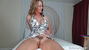 PAWG Milf Jess Ryan Up Skirt N Twerk Irritant Flash